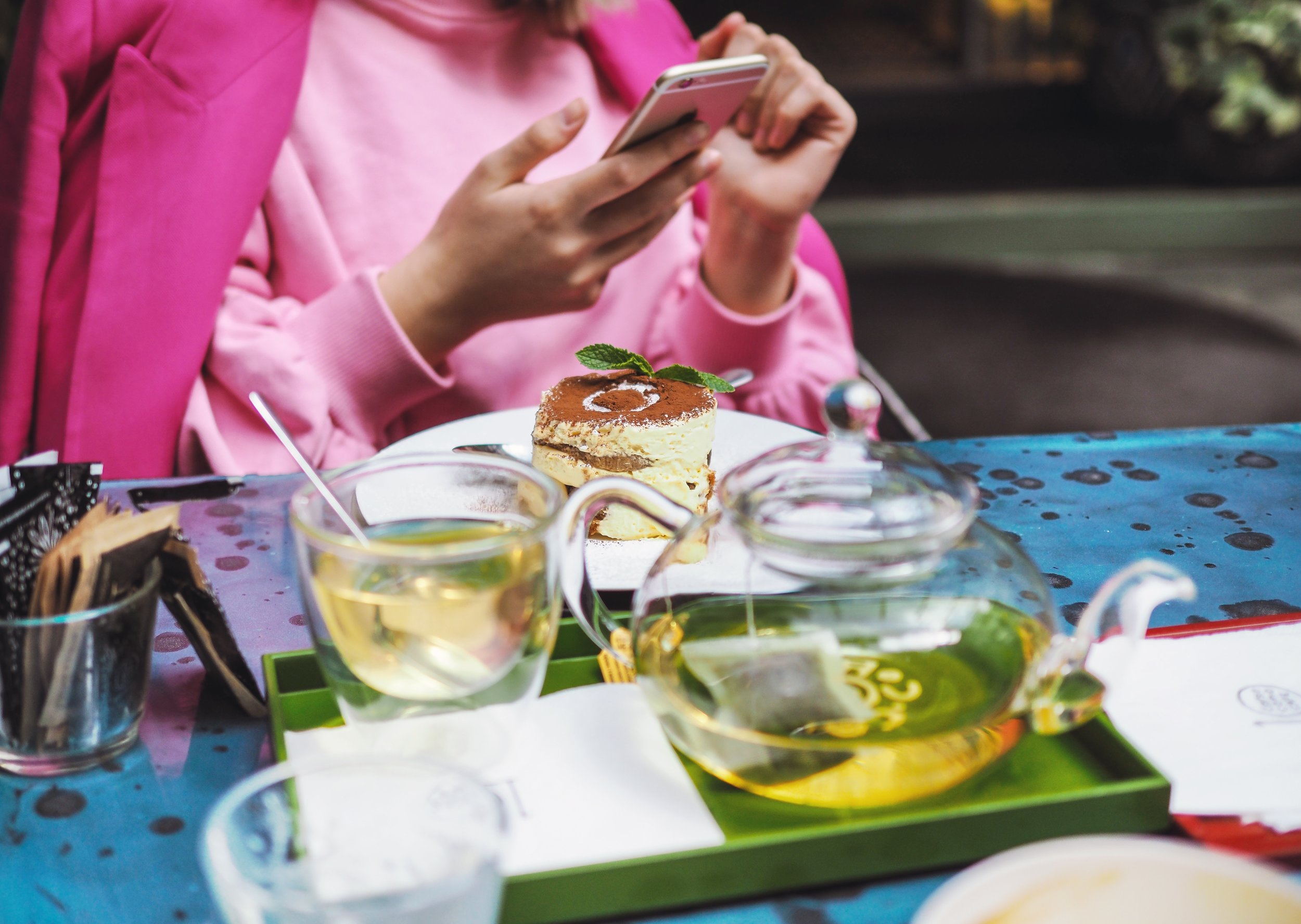 In general, most people check their social media during their lunch hour on weekdays, which makes that a prime time to post. Photo credit: Jwlez