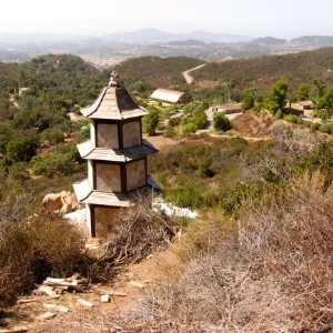 Deer_Park_Monastery_stupa.jpg