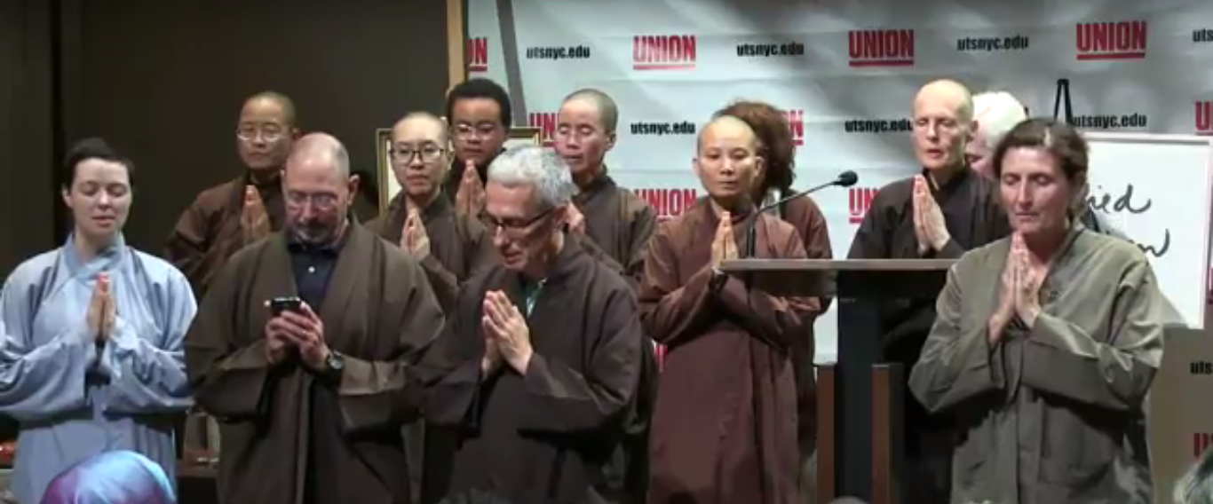 Union_Medal_award_ceremony_for_Thich_Nhat_Hanh.png