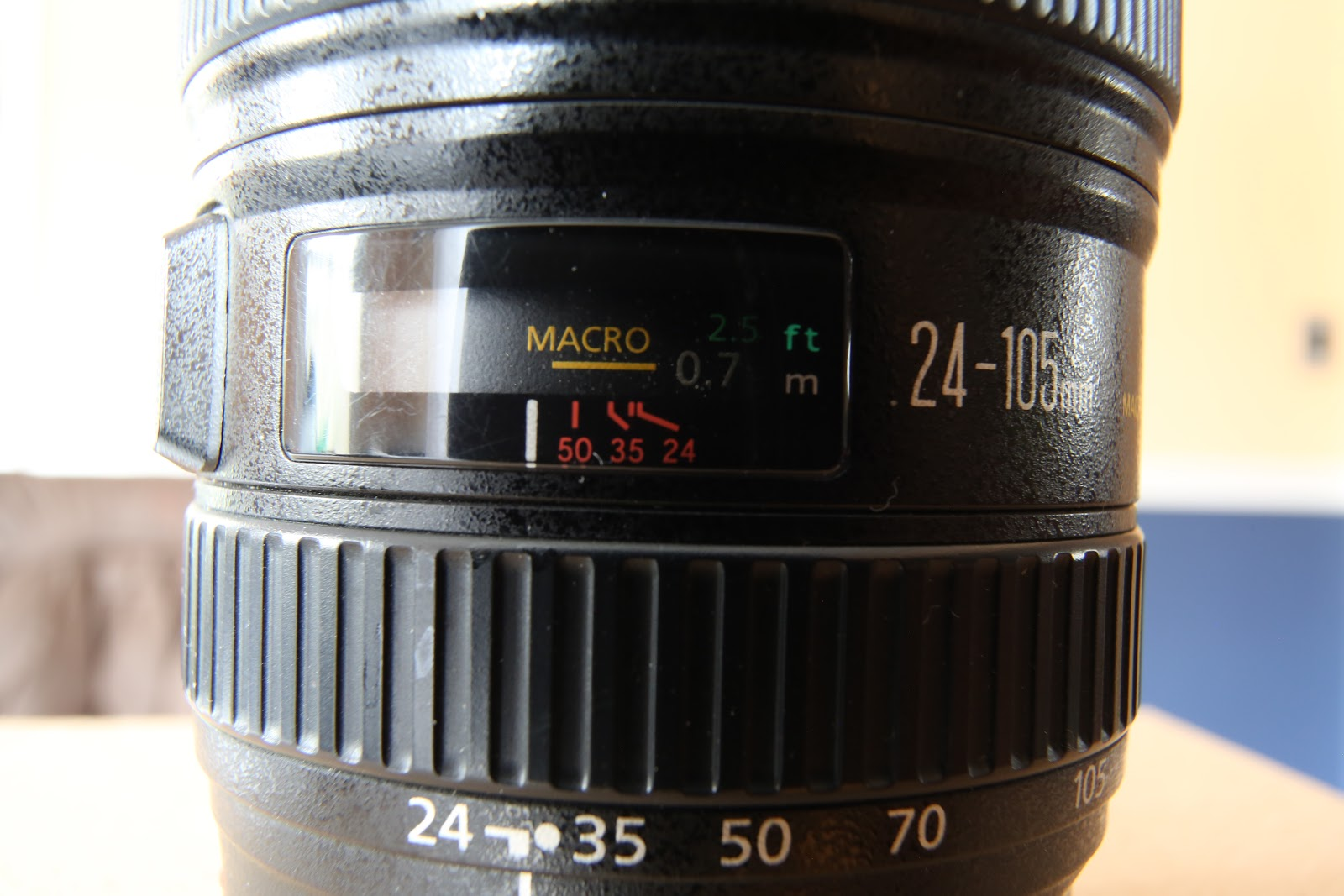 …while a 25mm macro lens with the same reproduction ratio has a closer working distance and produces a rounded look.
