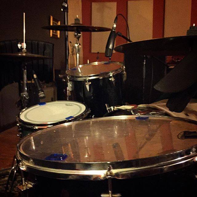 Disrotted knocked out some songs for various splits this weekend. These toms are the same sizes as our Slingerland's kick drum and floor tom!