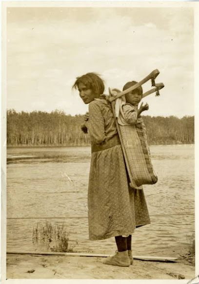ojibwa_woman_and_child_1933