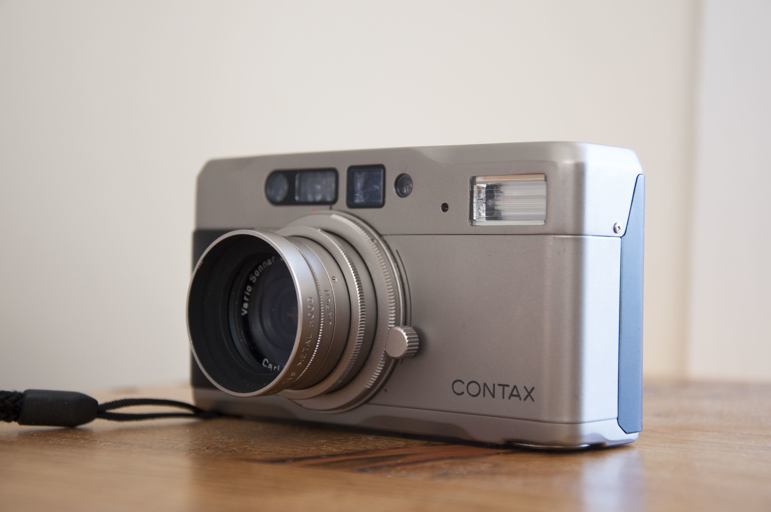 You can see that Drive Knob that is across from the Contax logo to the left