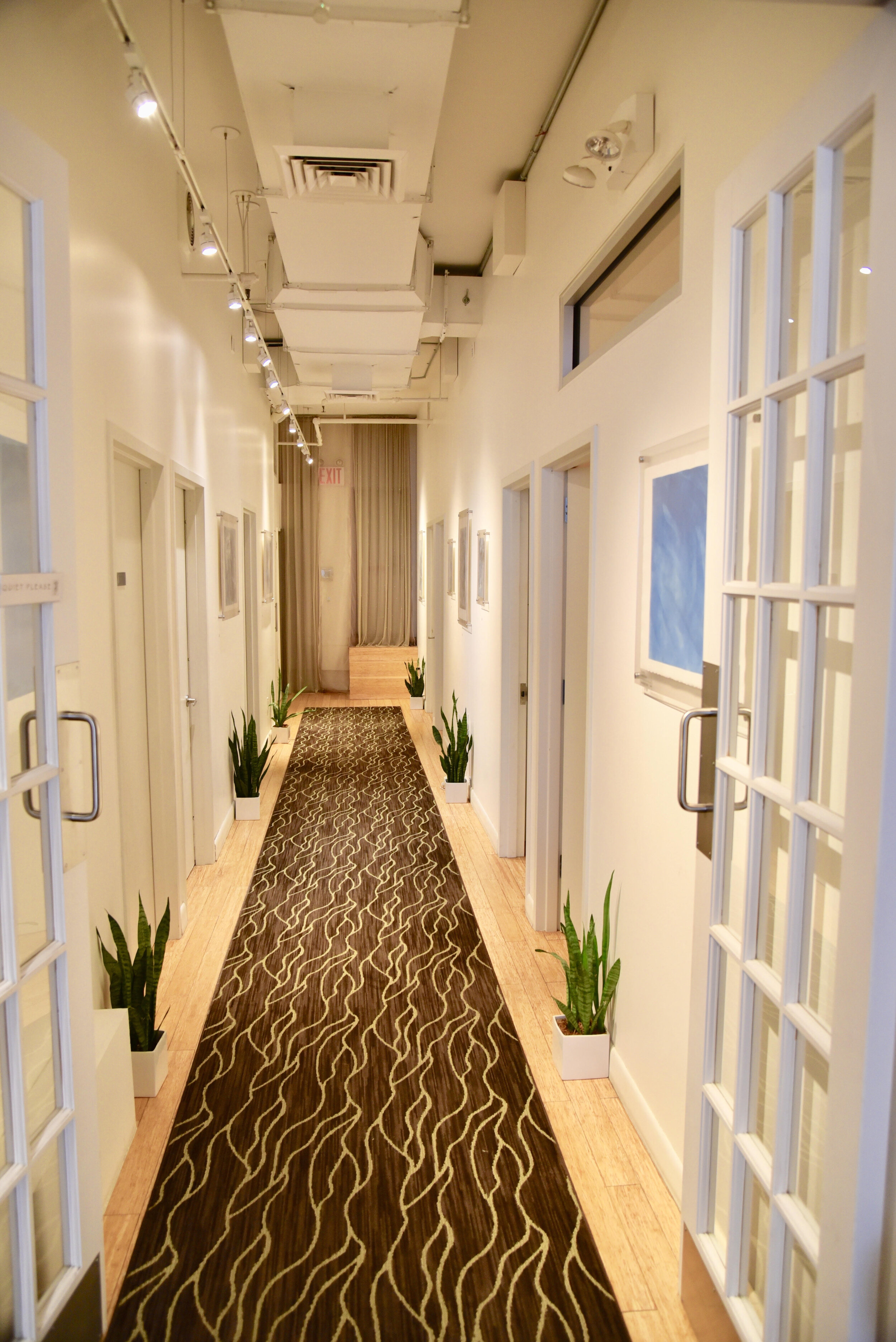 q2_hallway.jpg