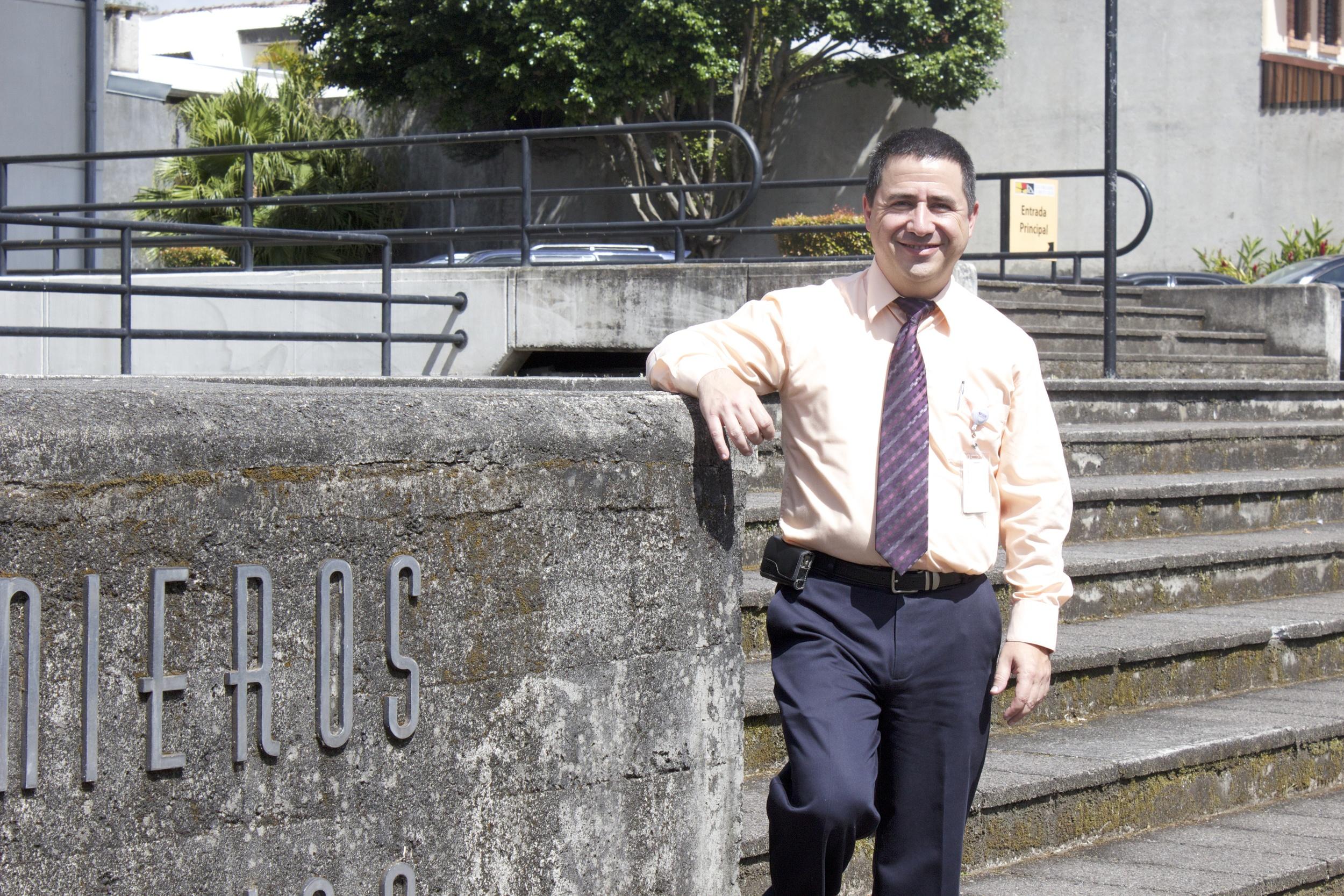 Expositor: Rodrigo Otárola, Jefe Oficina de control de Instalaciones Eléctricas, Colegio Federado de Ingenieros y Arquitectos