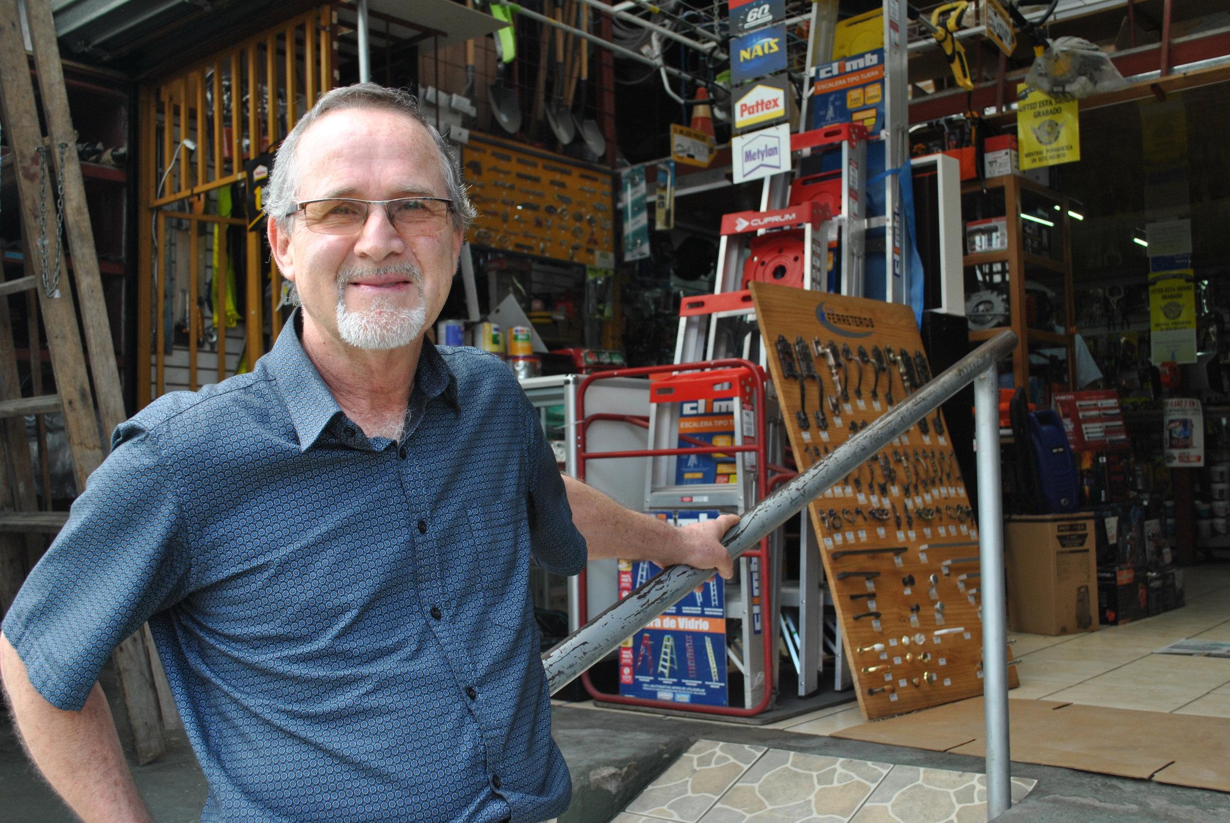 Rolando Argüello, Administrador de la Ferretería Monterrey, en Costa Rica, dice que las experiencias malas sirven para regresar con más fuerza.