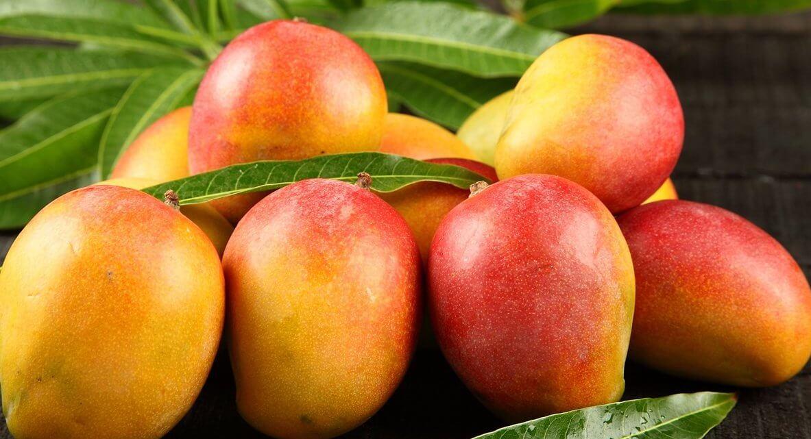 buyers of mangoes.jpg