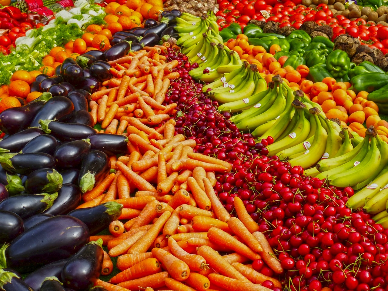 Food and Beverage Store - We offer import and export Contacts for a wide variety of Food and Beverage products. From fruits and vegetables, to oils and meat.