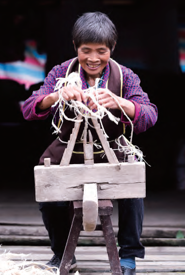 Bamboo sandal making is a traditional craft that supports the local economy in Zhouping in Yingjing County of Ya'an City.