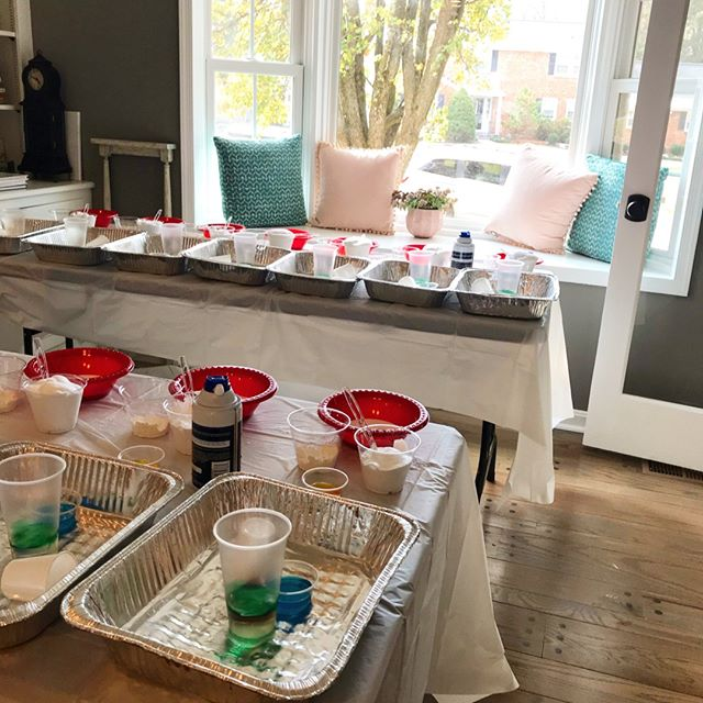 Do you know we set up our mini-lab in any space? This was the calm moment in the living room before 20 enthusiastic 5-year-olds mobbed the space and made some fun and messy experiments. ⠀⠀⠀⠀⠀⠀⠀⠀⠀ ⠀⠀⠀⠀⠀⠀⠀⠀⠀ ⠀⠀⠀⠀⠀⠀⠀⠀⠀ #stemkids #scienceparties #kidpartyideas #eventplanners #dmvkids #slimeparty #slime #chemistryparty #igkids #igparties #igmoments #volcanoexperiment #momsoninstagram #science #childhoodunplugged #clickinmoms #candidchildhood #motherhoodrising #magicofchildhood #thehappynow #mytinymoments #littlefierceones #unitedmomsnetwo