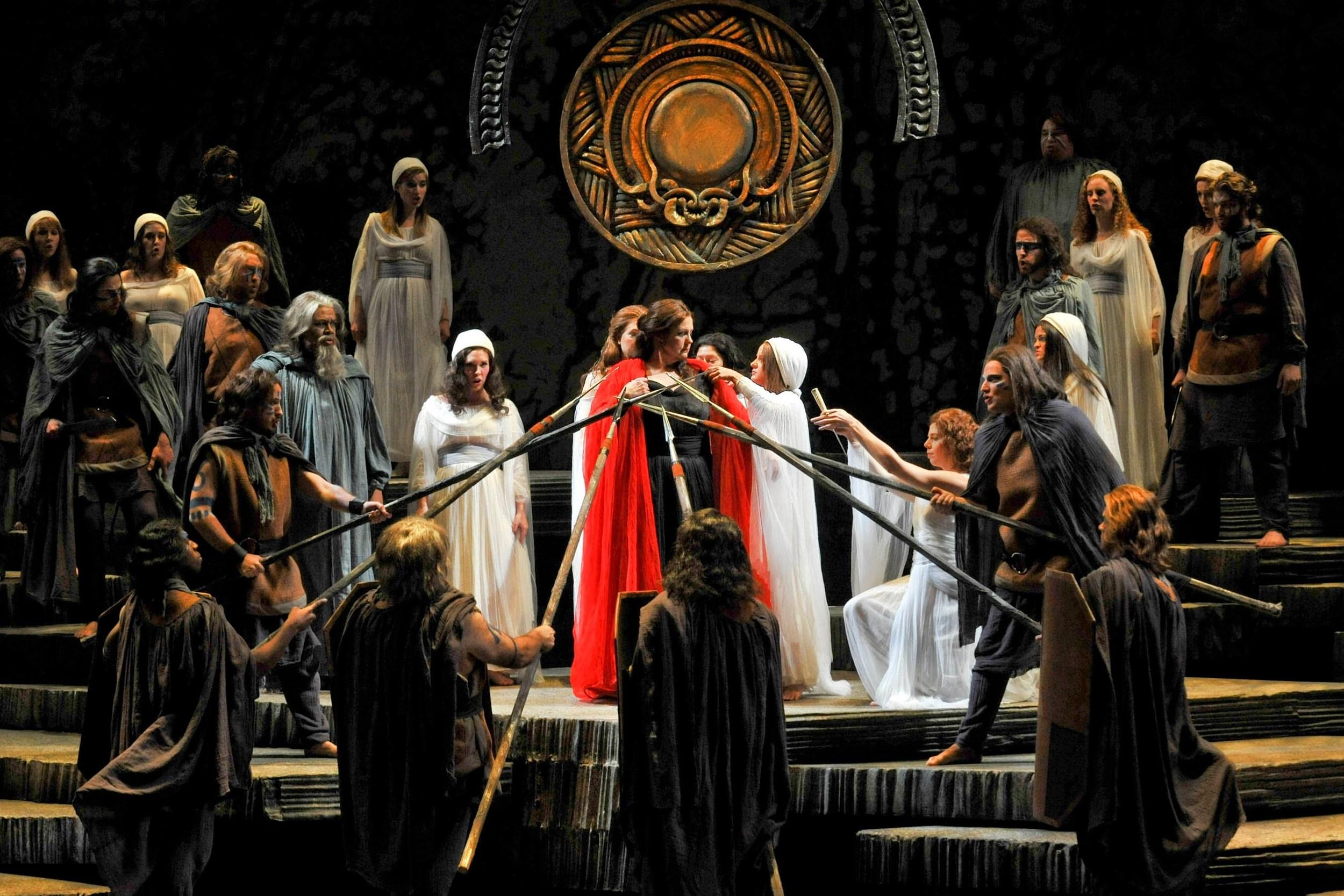 Grand Opera at its Grandest: Bellini's Norma (photo:Claudio Silva Aravena)