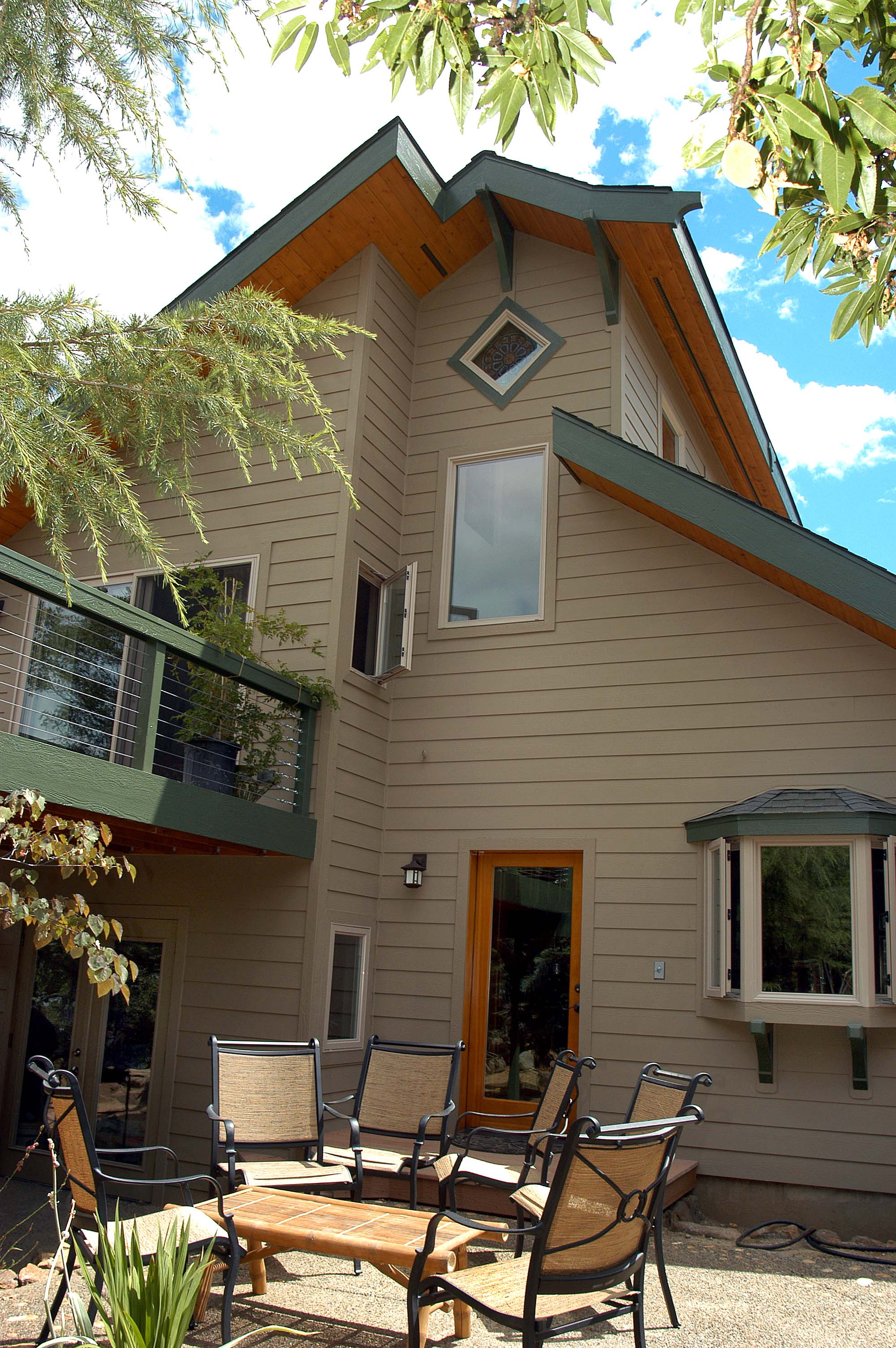high-volume-low-footprint-small-house-design-ashland-or