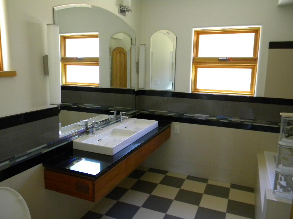 contemporary-bathroom-design-new-home-construction
