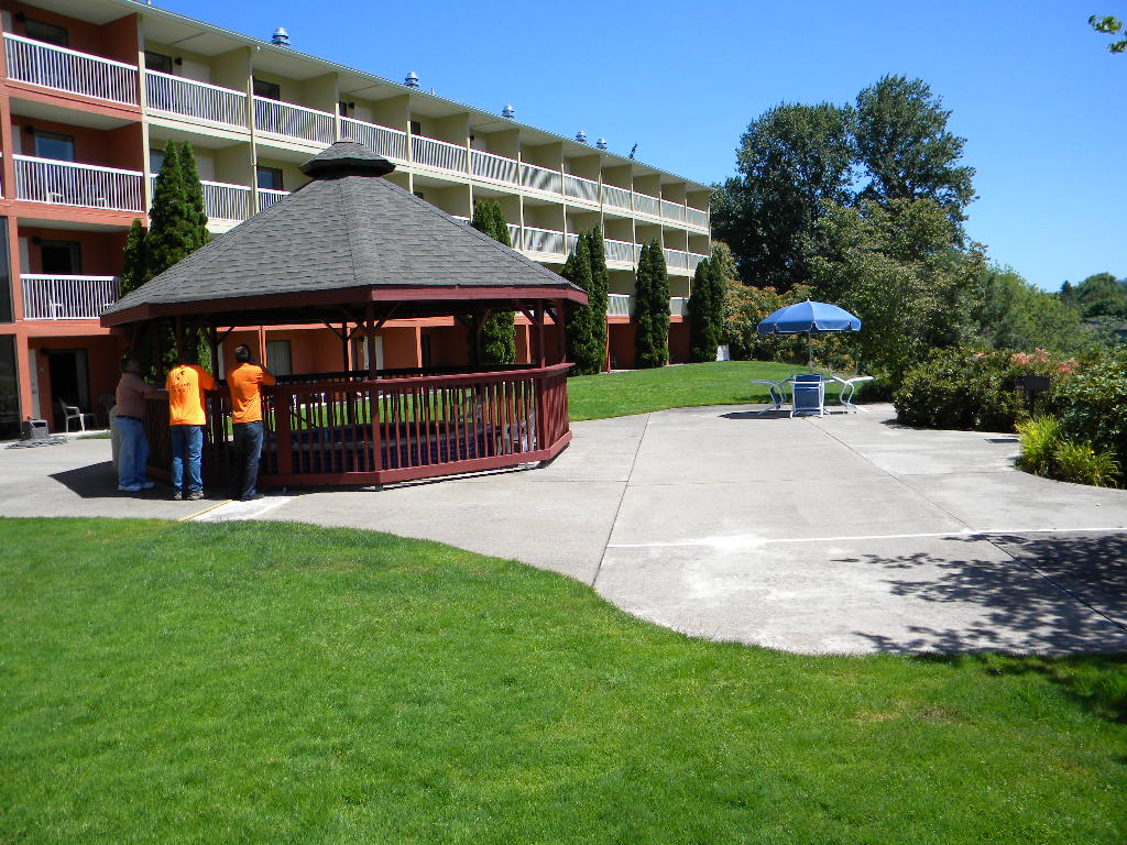 Holiday Inn, New Handicap-accessible Hot Tub Pavilion Roseburg, Oregon Heiland Hoff, Project Architect
