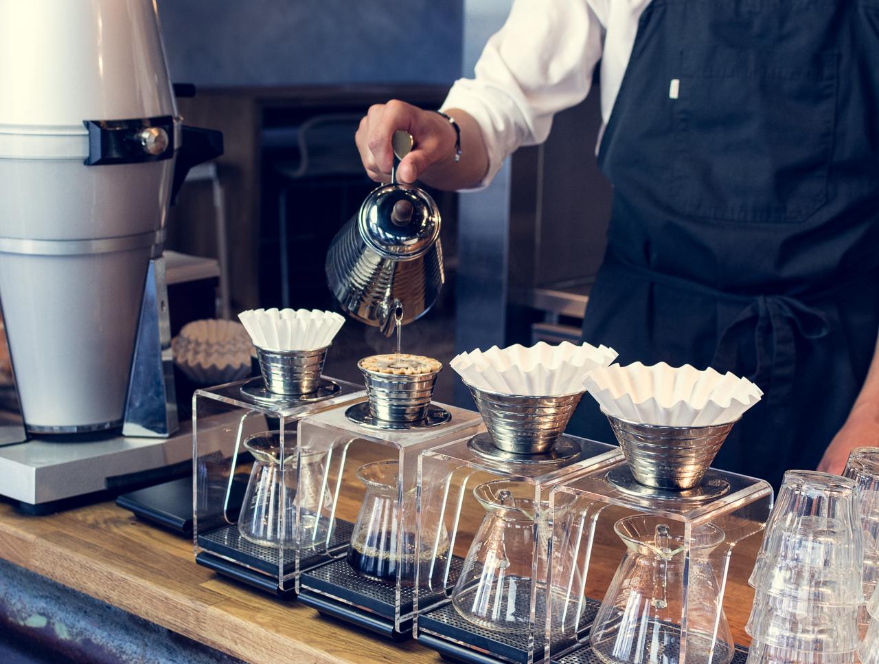Vår håndbryggede kaffe tilberedes umiddelbart før servering. Det gir den beste smaksopplevelsen. Foto: Bjørn Joachimsen/Lundblad.