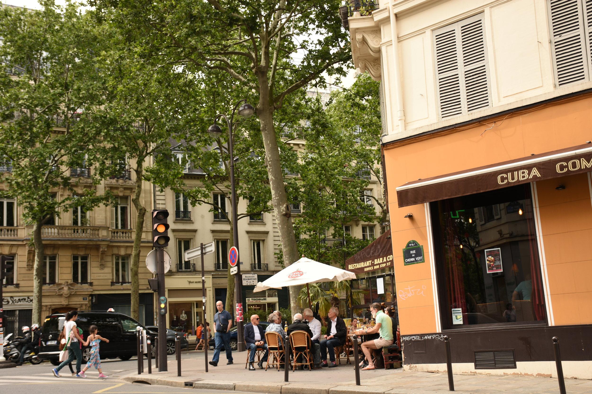 al fresco  dining in Paris.