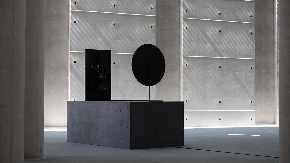 Waltz Binaire-Narciss-AI-installation-art-data-mirror-tech-visual atelier 8-2.jpg