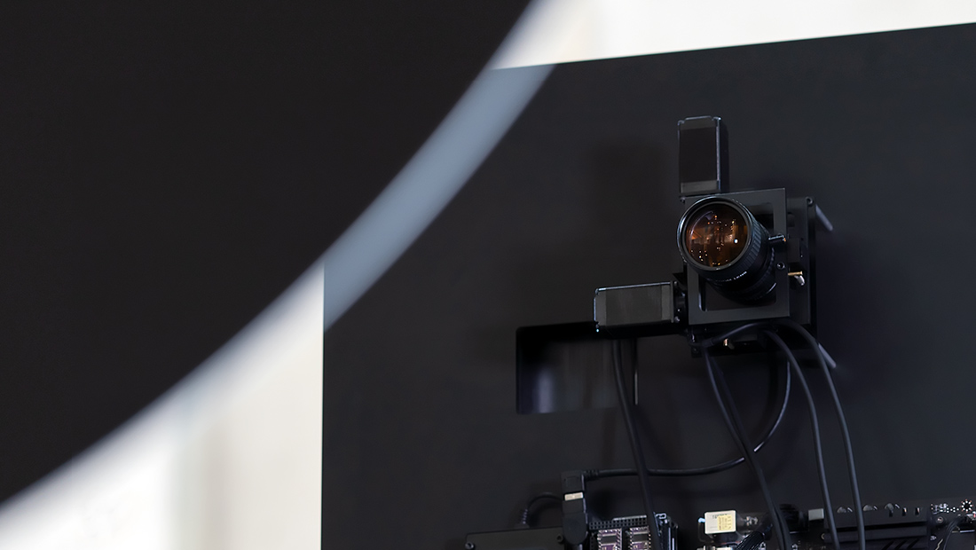 Waltz Binaire-Narciss-AI-installation-art-data-mirror-tech-visual atelier 8-7.jpg