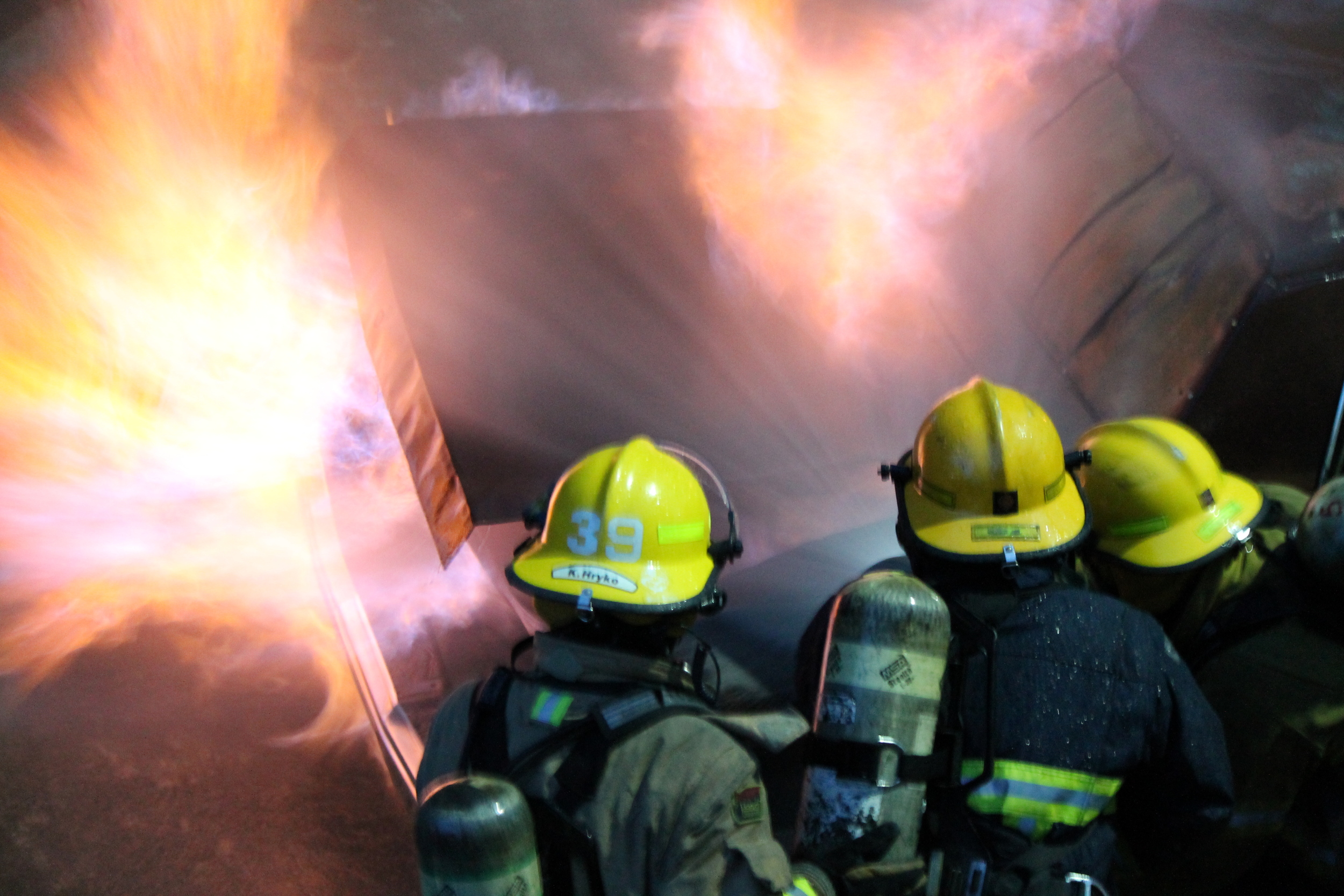 Extinguishing a fire in the trunk of a vehicle