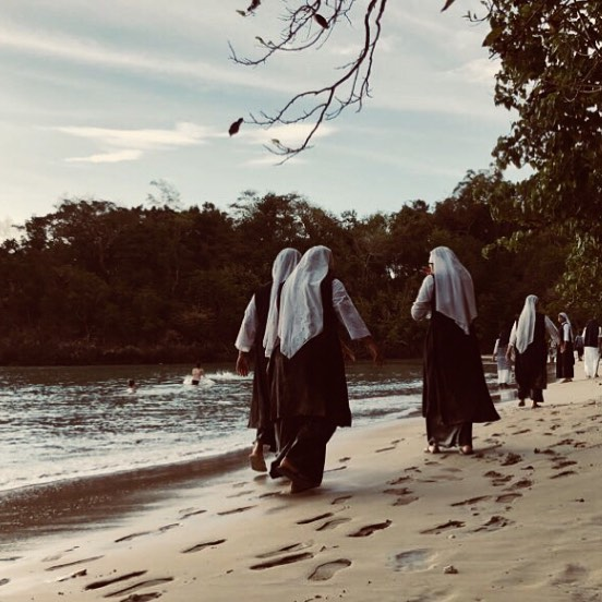 Nuns going for a dip 💦 pc: @aesthete_innyc