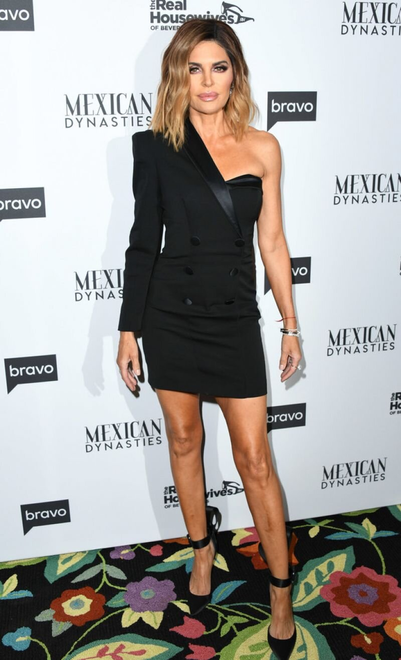 lisa-rinna-at-the-real-housewives-of-beverly-hills-season-9-party-in-west-hollywood-4.jpg