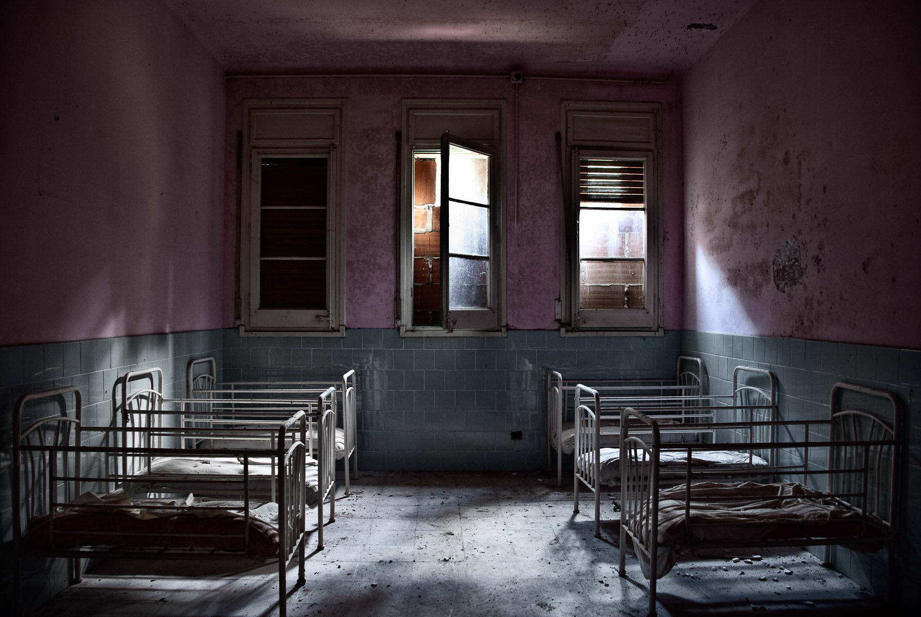 abandoned-places-in-europe-alicia-rius-photography-3.jpg
