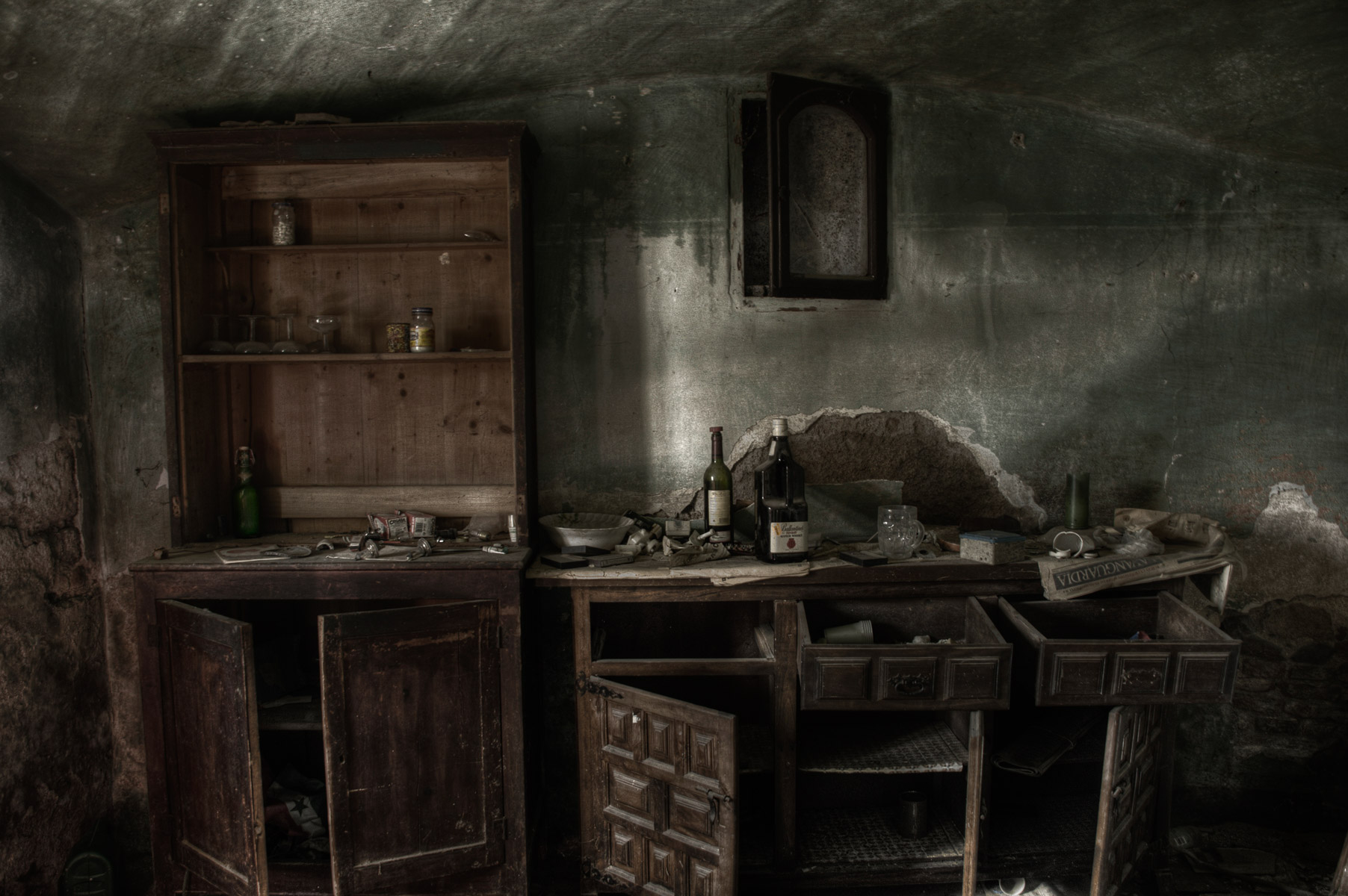 abandoned-places-in-europe-alicia-rius-photography.jpg