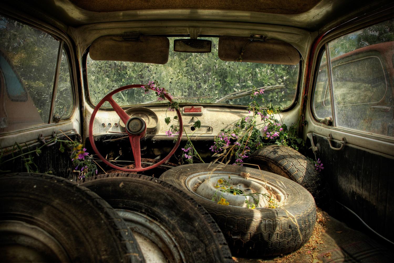abandoned-automobile-urbex-photos.jpg