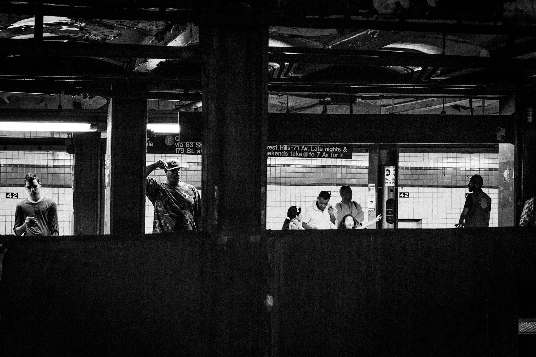 photos-inside-subway-nyc-black-and-white.jpg