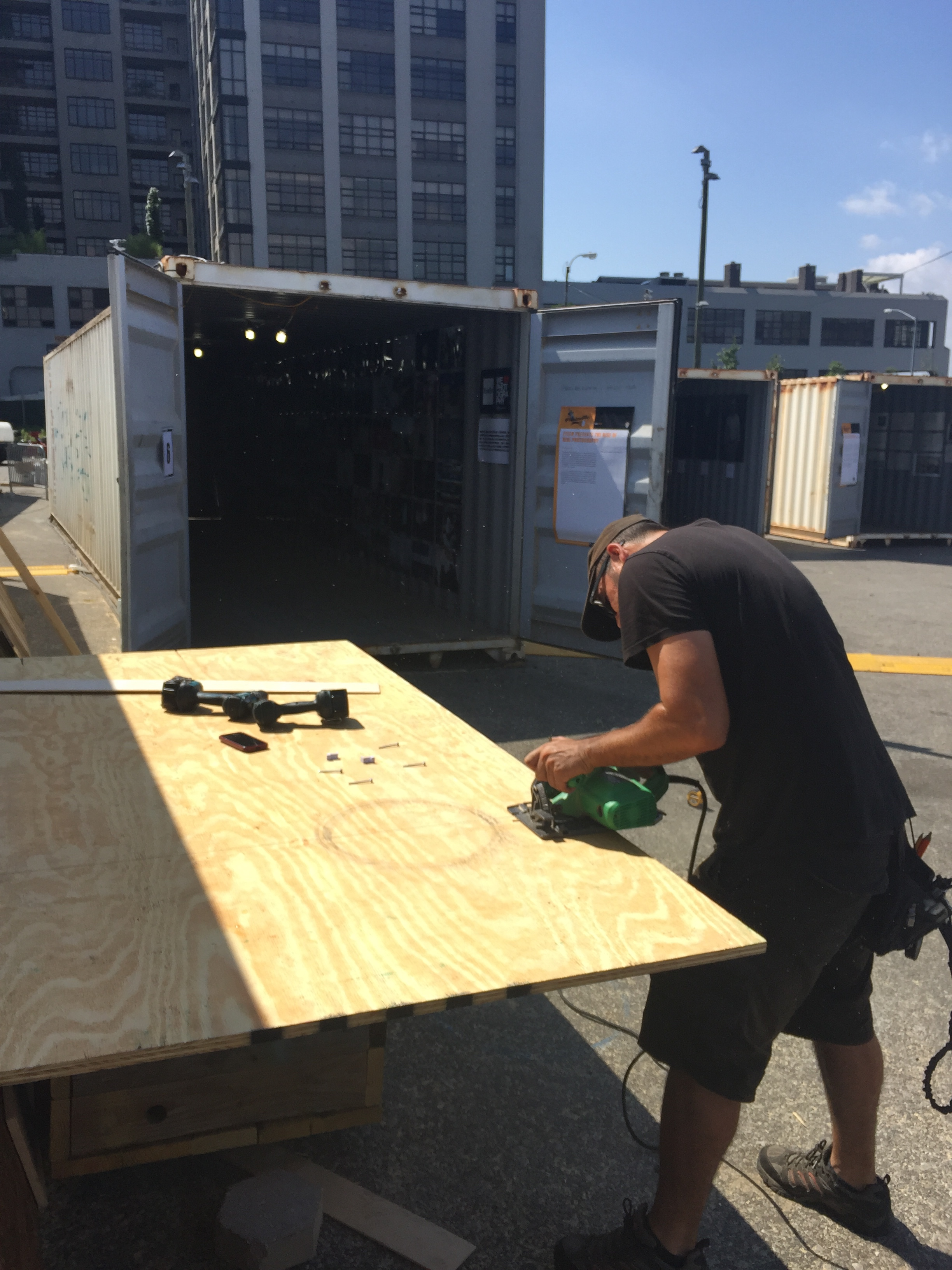 Cutting the plywood to place the vinyls.