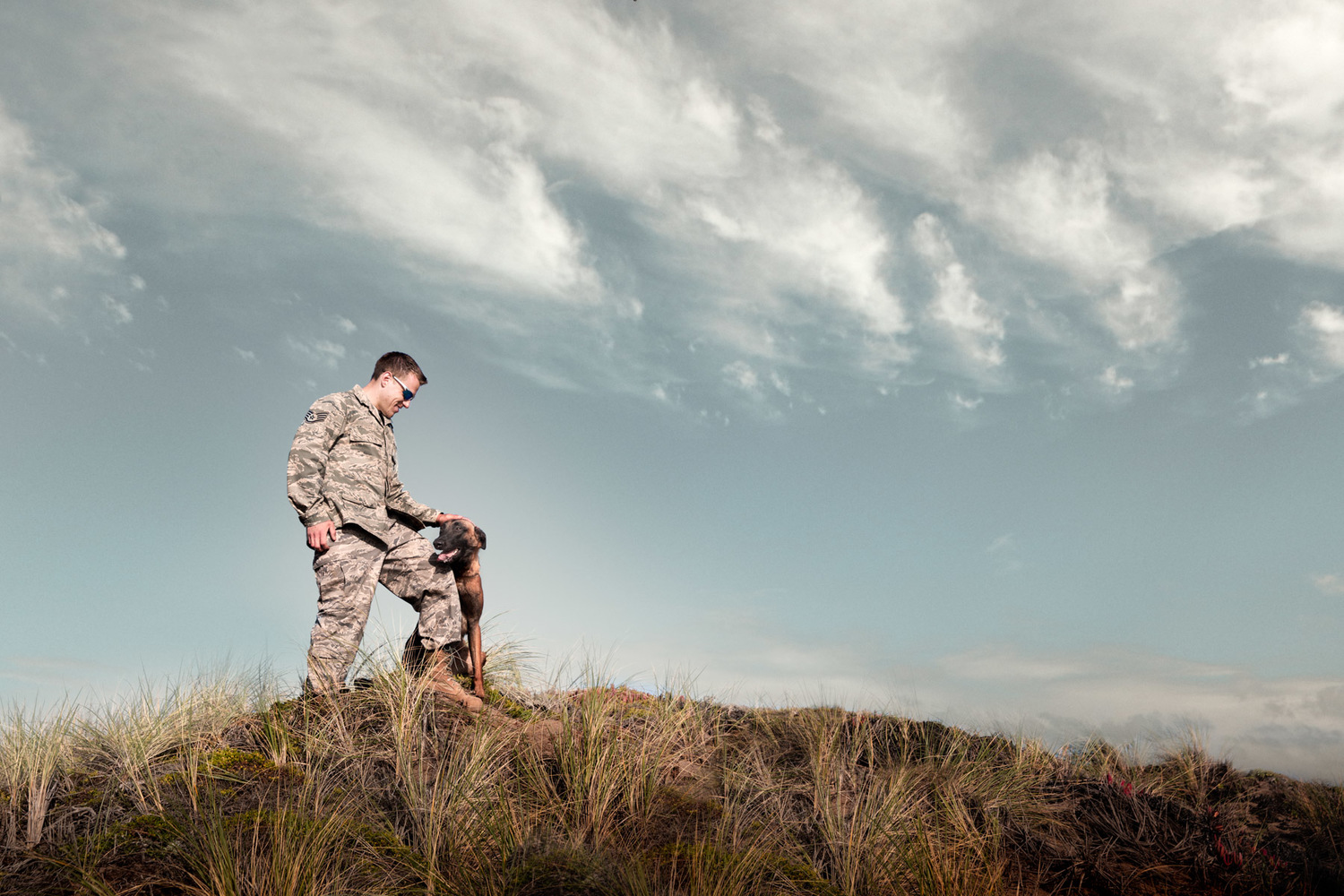 editorial-animal-photographer-los-angeles-military-man-and-dog.jpg