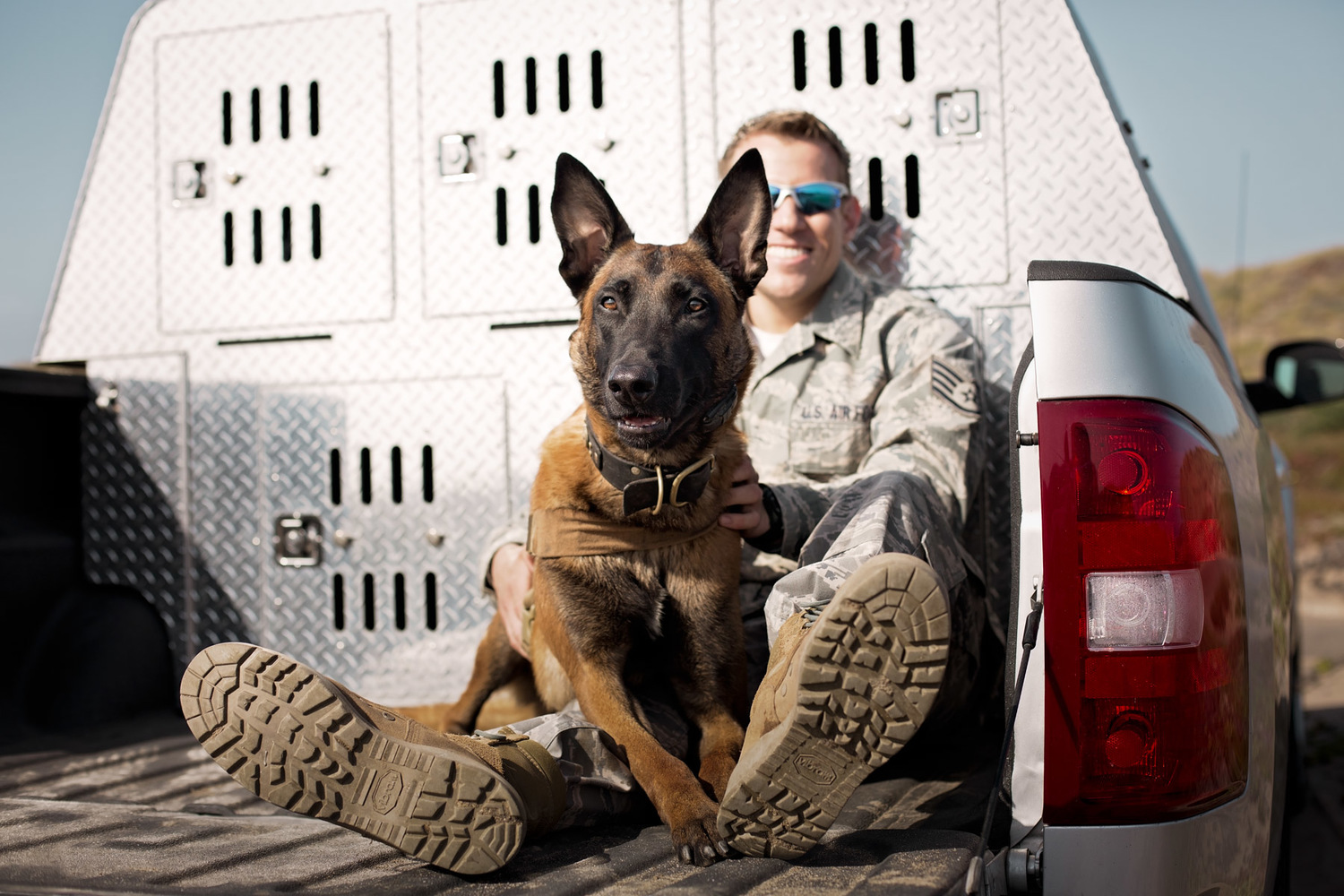 military-man-and-dog-in-pickup-truck.jpg