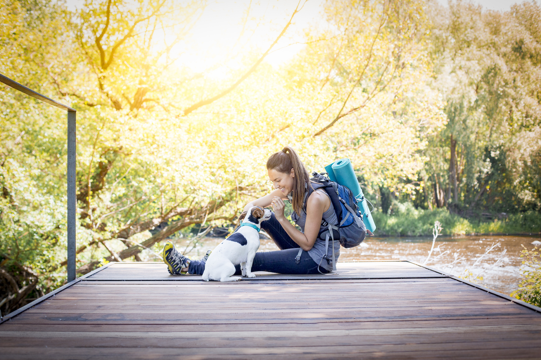 lifestyle-travel-animal-photography-girl-woth-dog-jack-russel-hiking-adventures.jpg