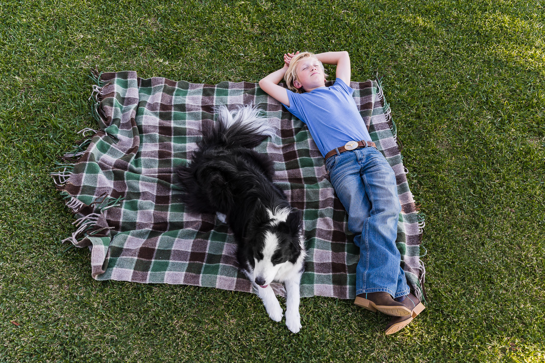 dog-photography-kid-with-dog-on-blanket.jpg