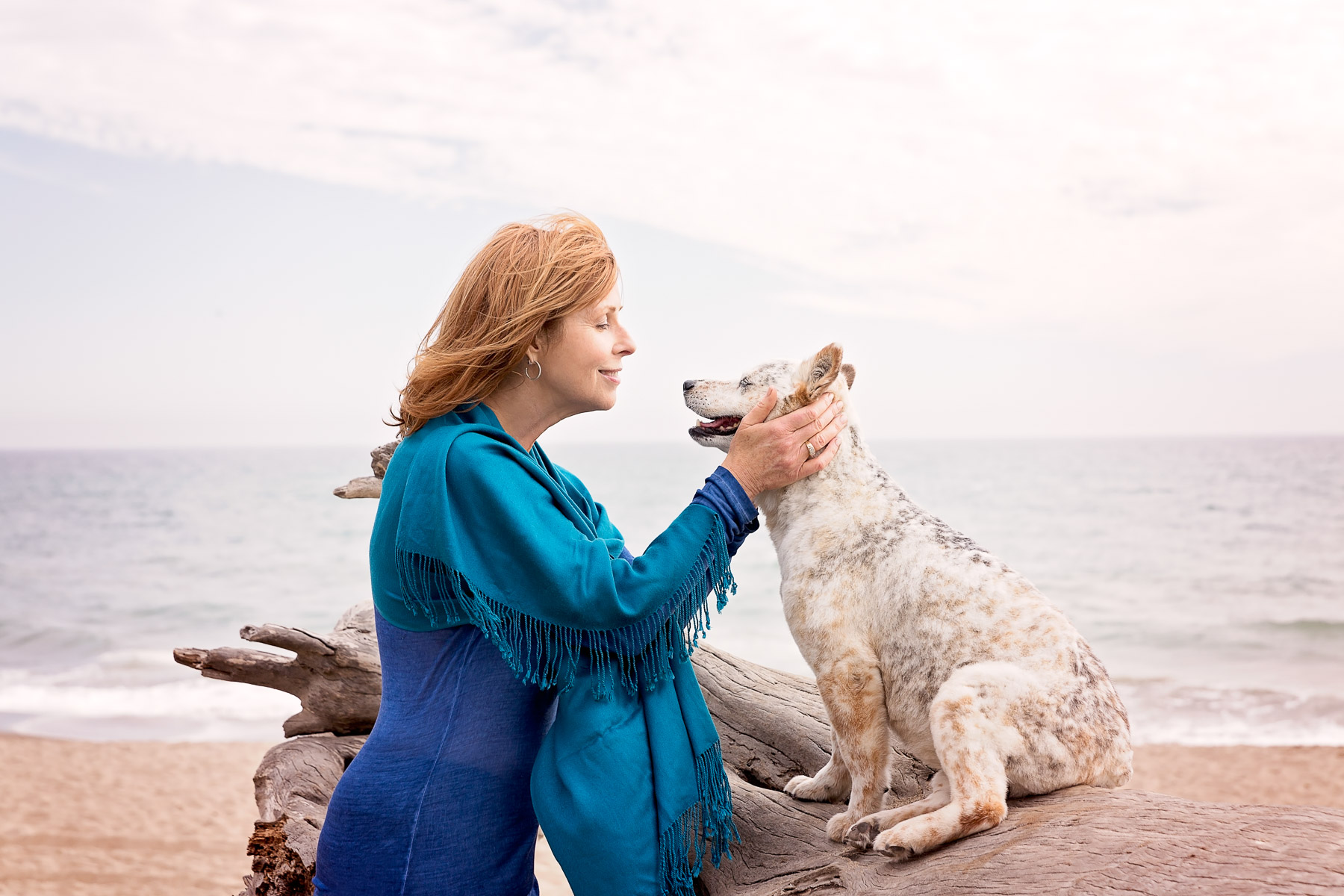 woman-with-dog-beach-ocean-photography-roxys-remedies-dog-shampoo-campaign-adweek-lifestyle-photographer.jpg