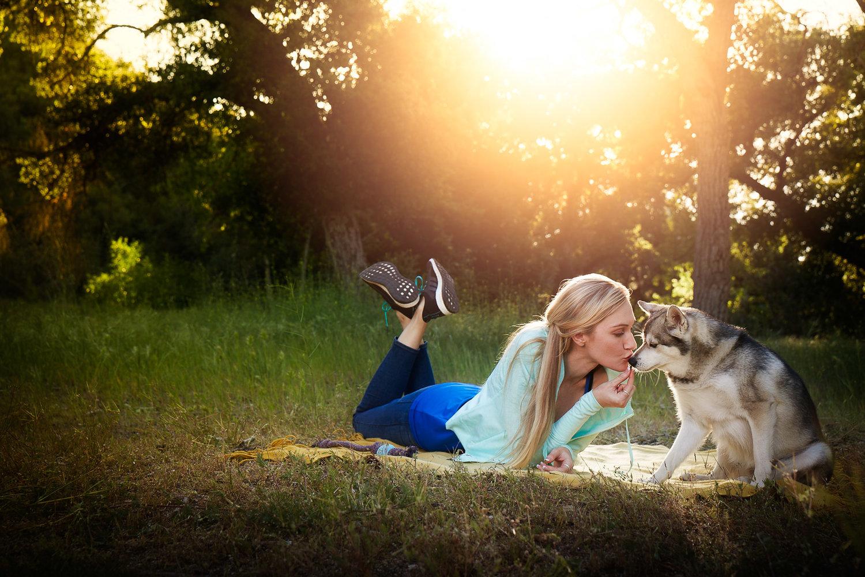 girl-kissing-dog-sunset-picnic-with-dog-healthy-life-fitness-photography-natural-balance.jpg