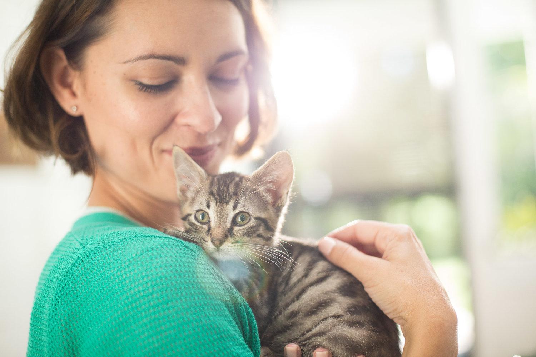 woman-hugging-baby-cat-kitty-cat-photography.jpg