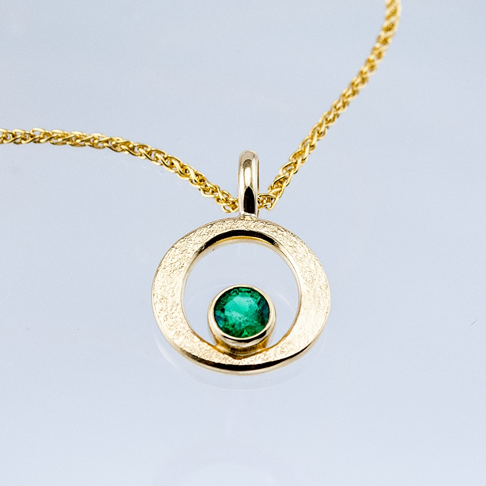 GEO Single Circle Pendant with Emerald