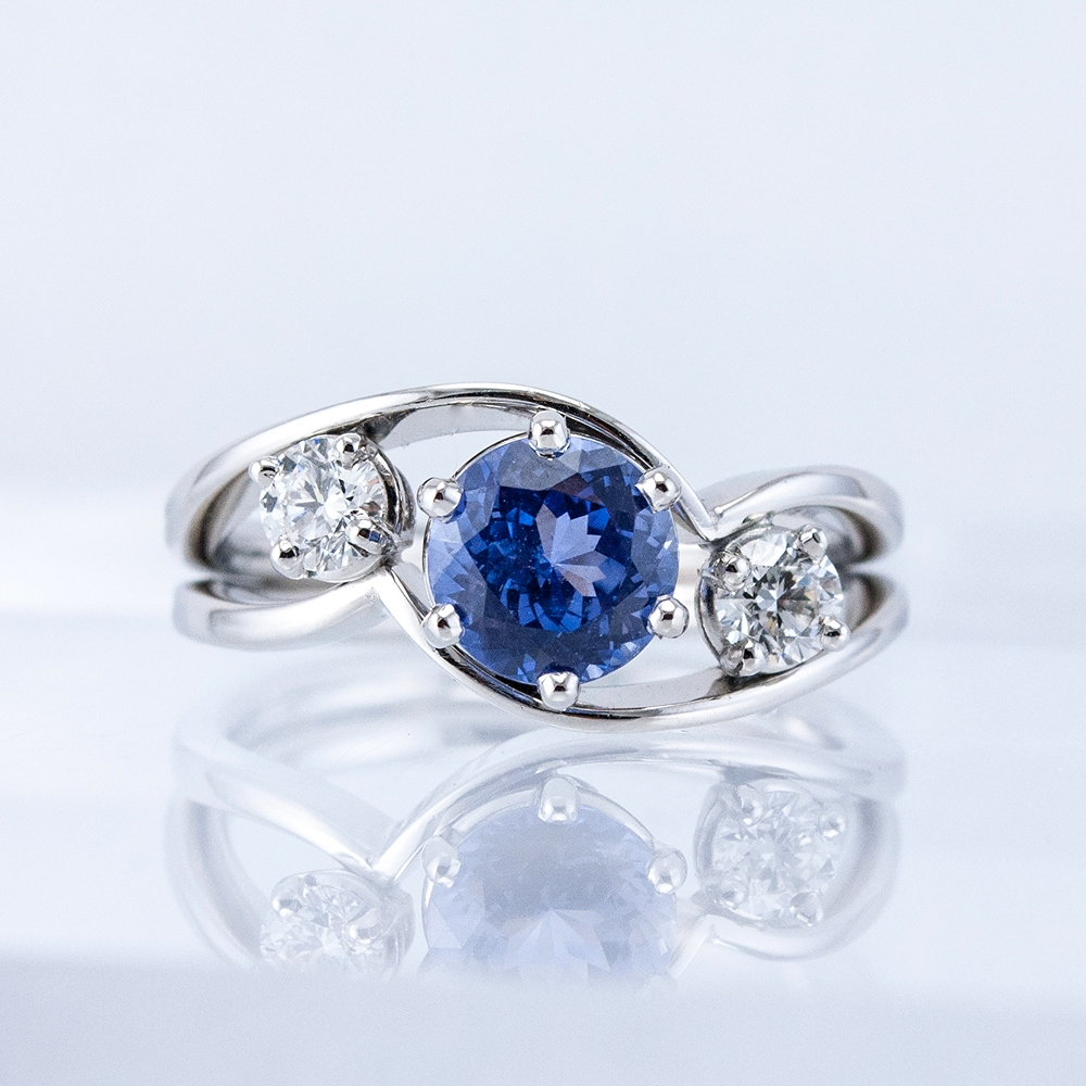 Embrace Ring with Ceylon Sapphire