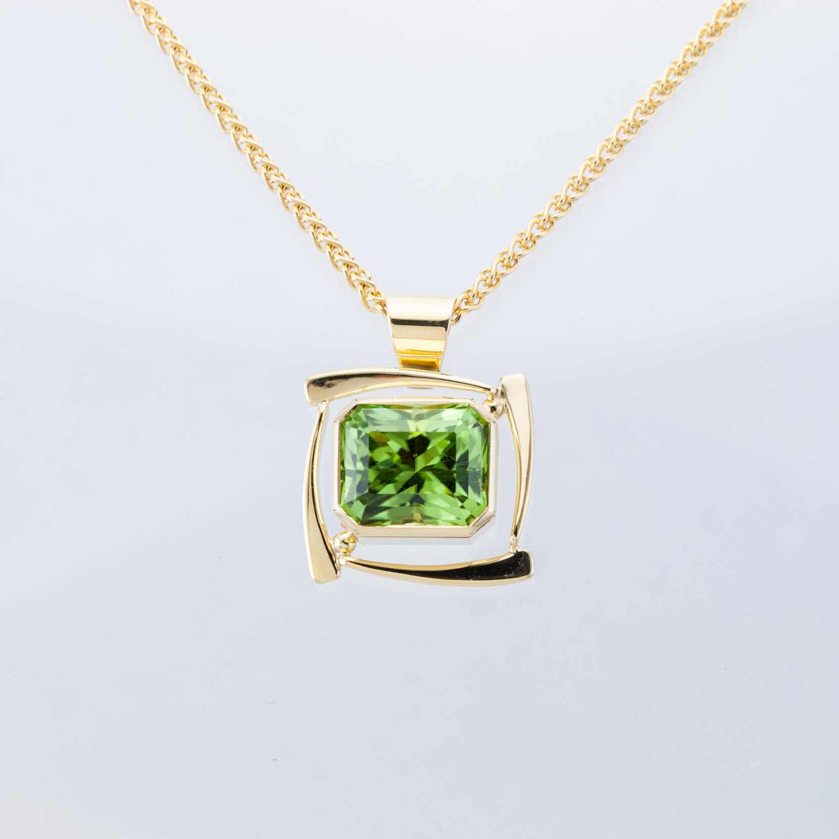 Zephyr Pendant with Peridot