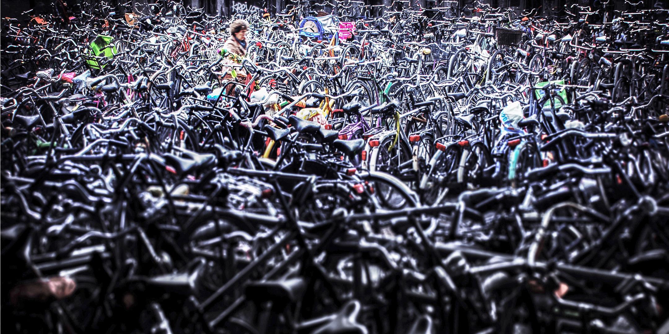 Petites personnes / J'étais barré à côté d'un vélo gris, il me semble. © Raphaël Thibodeau