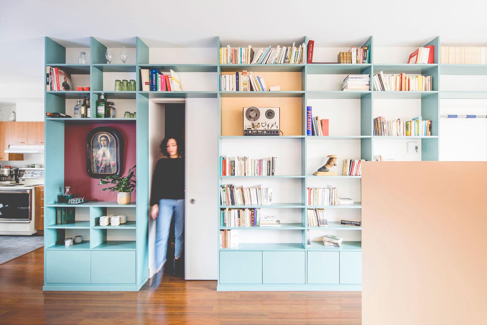 <<<<< BACK  Le mur/biblio de Patrick -  atelier catherine catherine  © Raphaël Thibodeau
