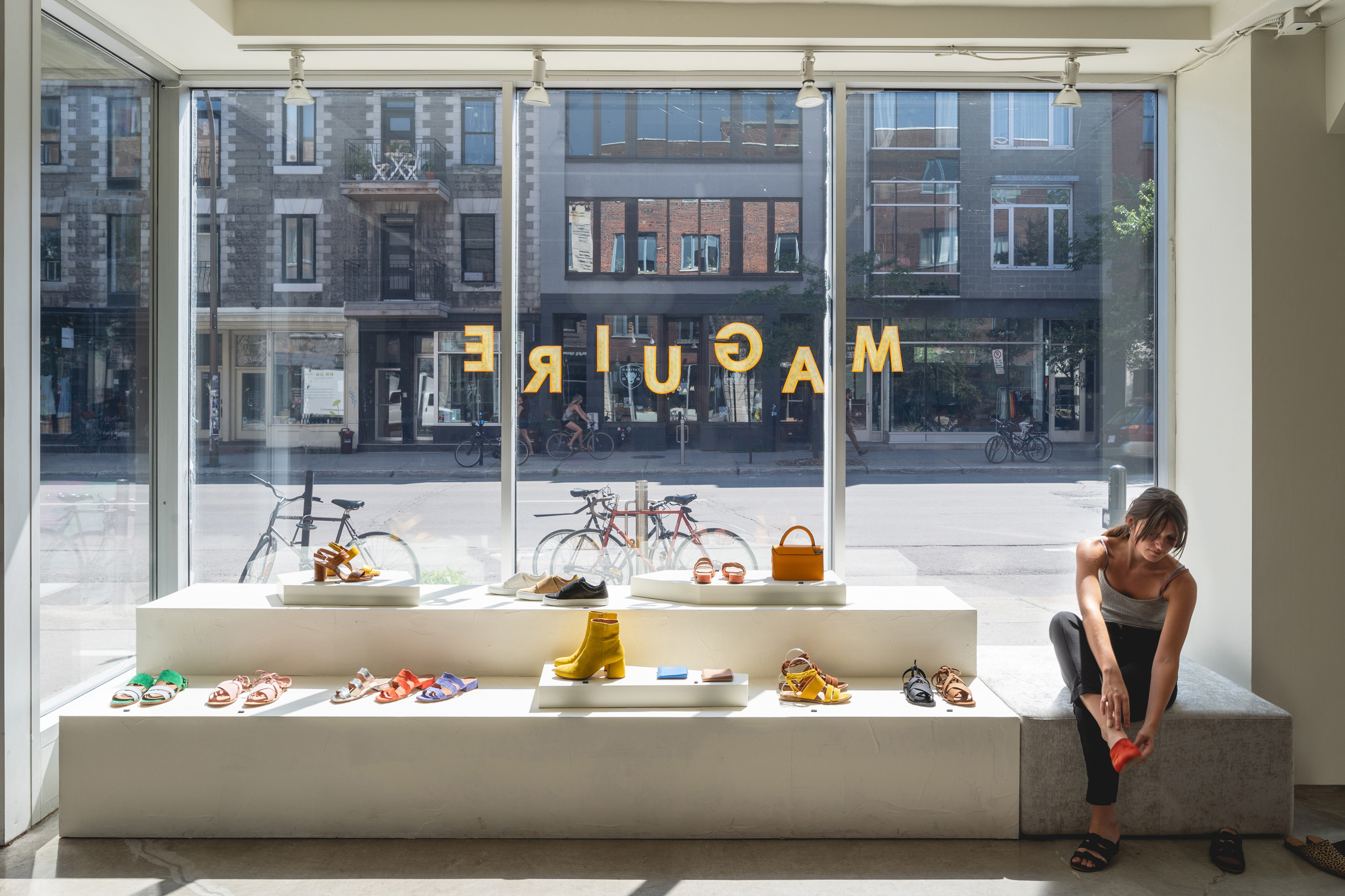 <<<<< BACK   Maguire Boutique -  Atelier Catherine Catherine  © Raphaël Thibodeau