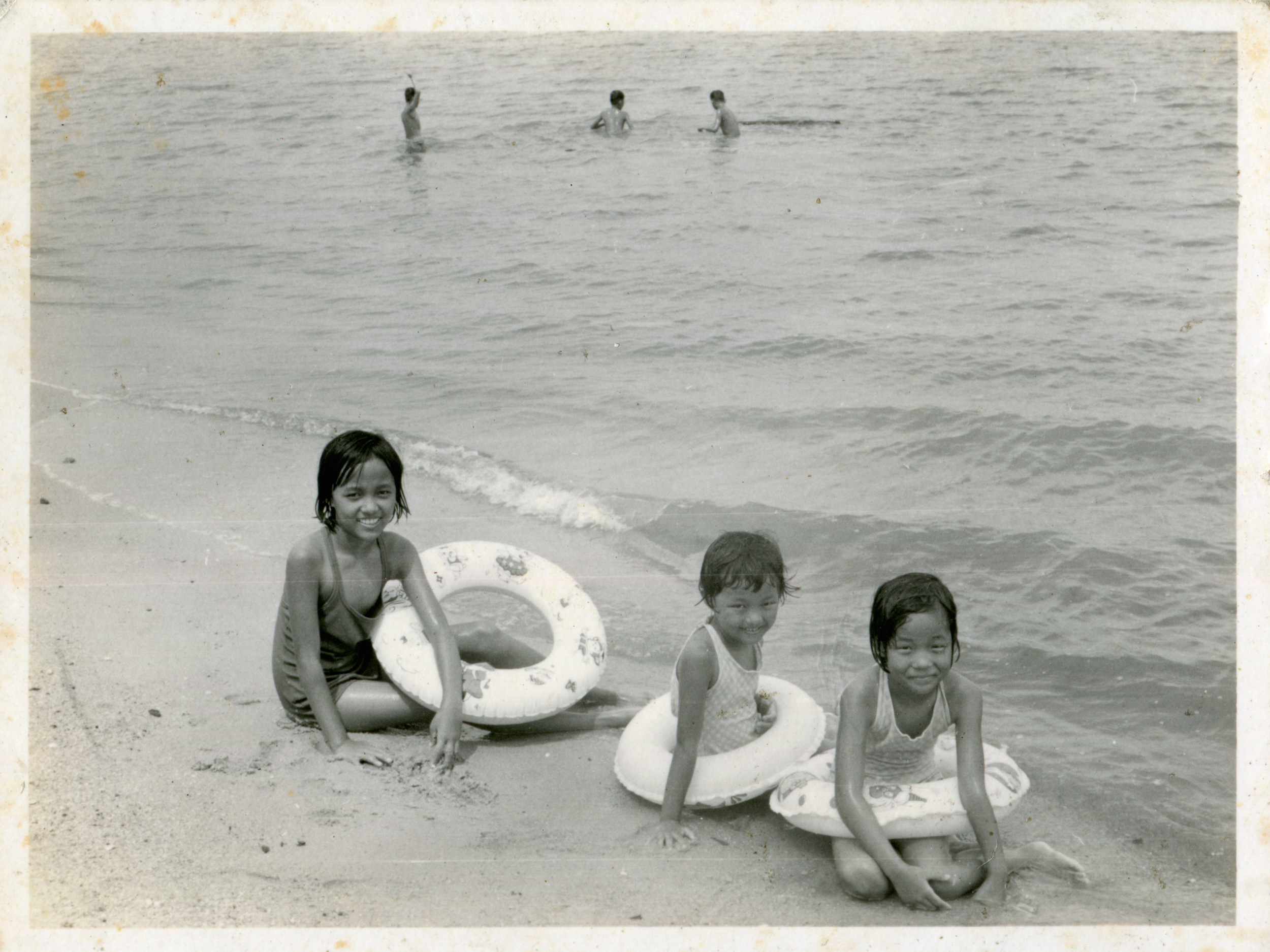 Mangalsing Tamang's daughters at Pasir Ris beach. Date: Early 1970s. Photo Collection: Aswin Moktan / SGPM.