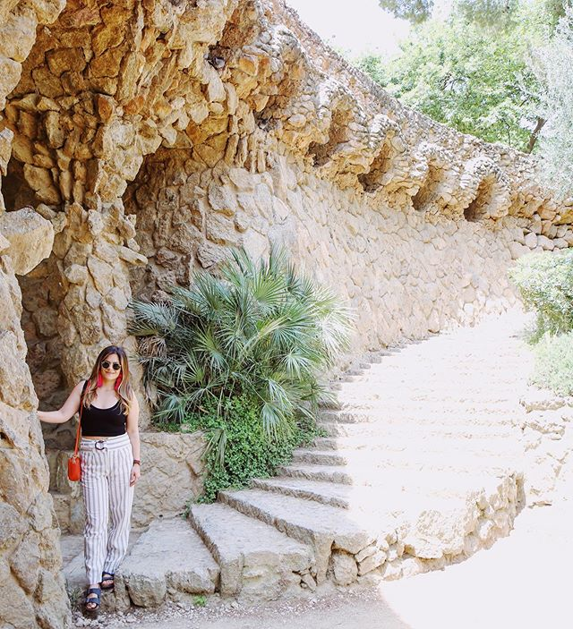 Hey Güell's 👋 ⠀ ⠀ ⠀ ⠀  #parkguell #parkguellbarcelona #barcelona #nytimestravel #tinyatlas #portraitofacity #vscocam #cntraveller #discoverunder2k #discoverunder10k #sandiegoblogger #travelblogger #travelblog #adventuremoon #bucketlistadventures #southernspain #andalucia #espana #españa #travelrecommendations #welltraveled #welltravelled #vsco