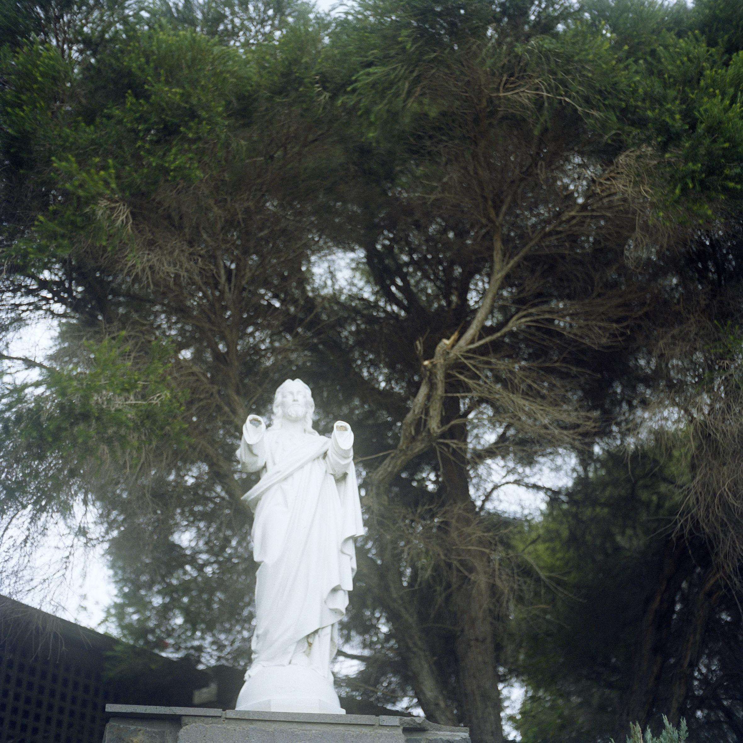 Jesus has no hands (2003)