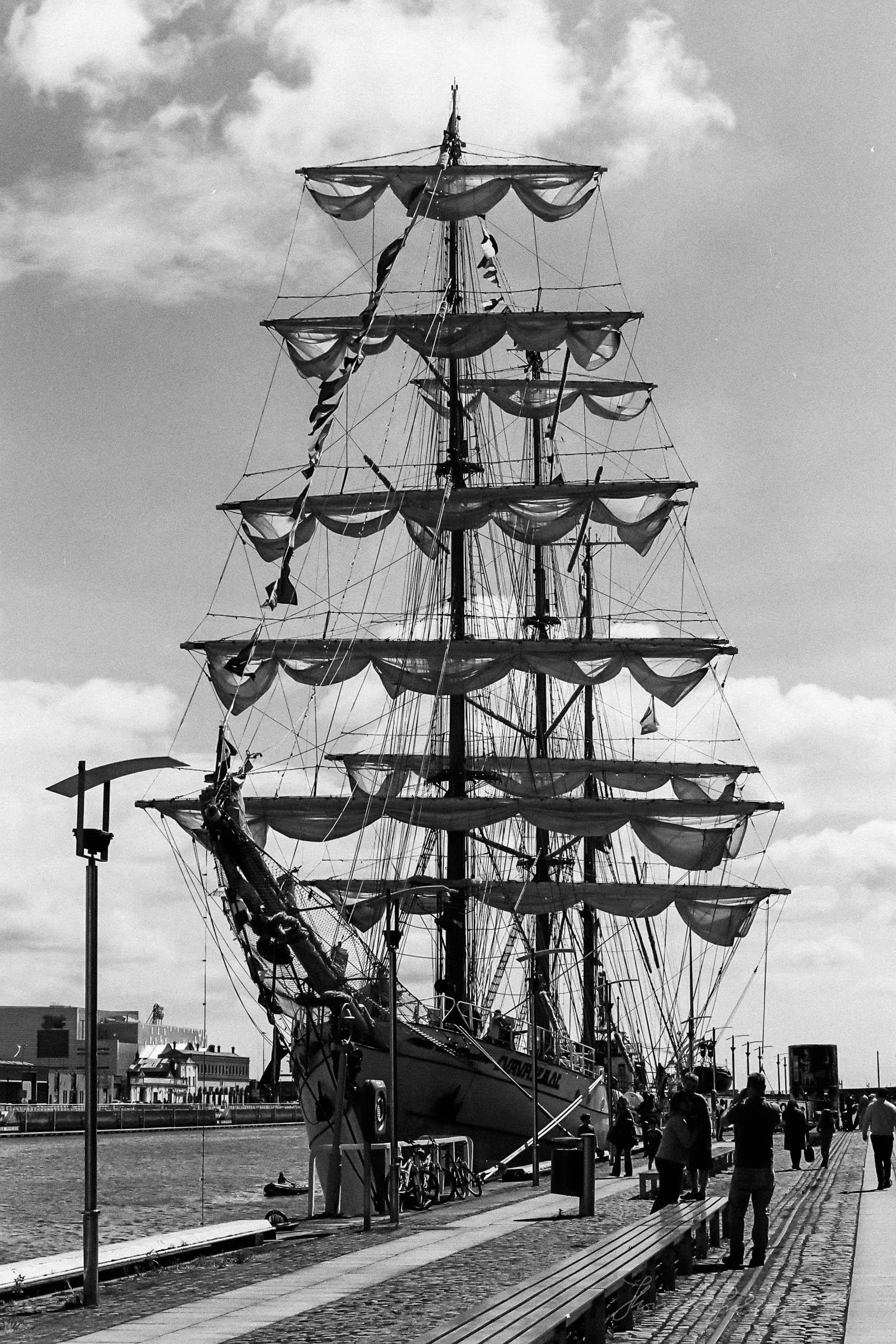 Black-and-white-film-scands-Dublin-10.jpg