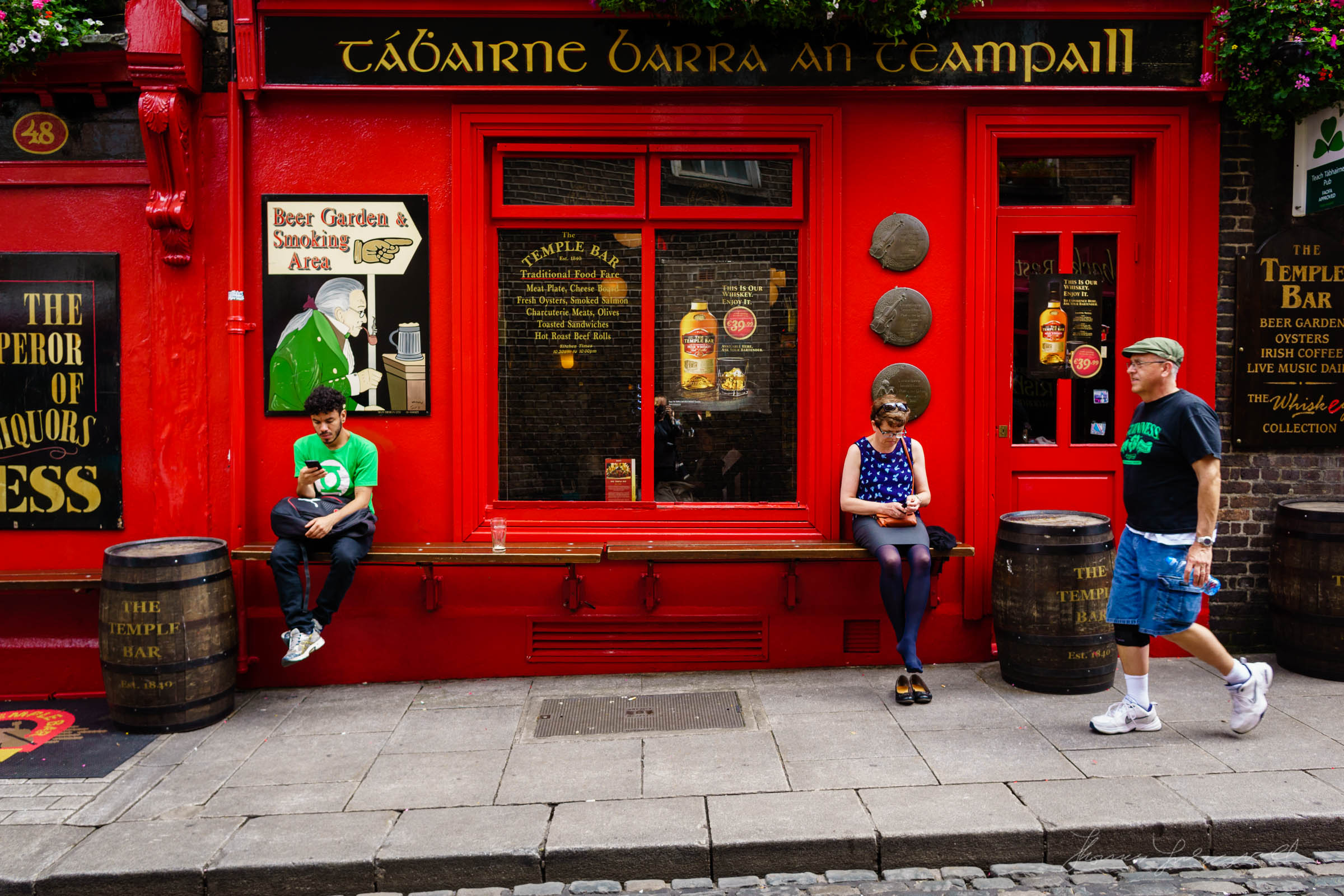 the Temple Bar Pub in Dublin - Street Photography by Thomas Fitzgerald