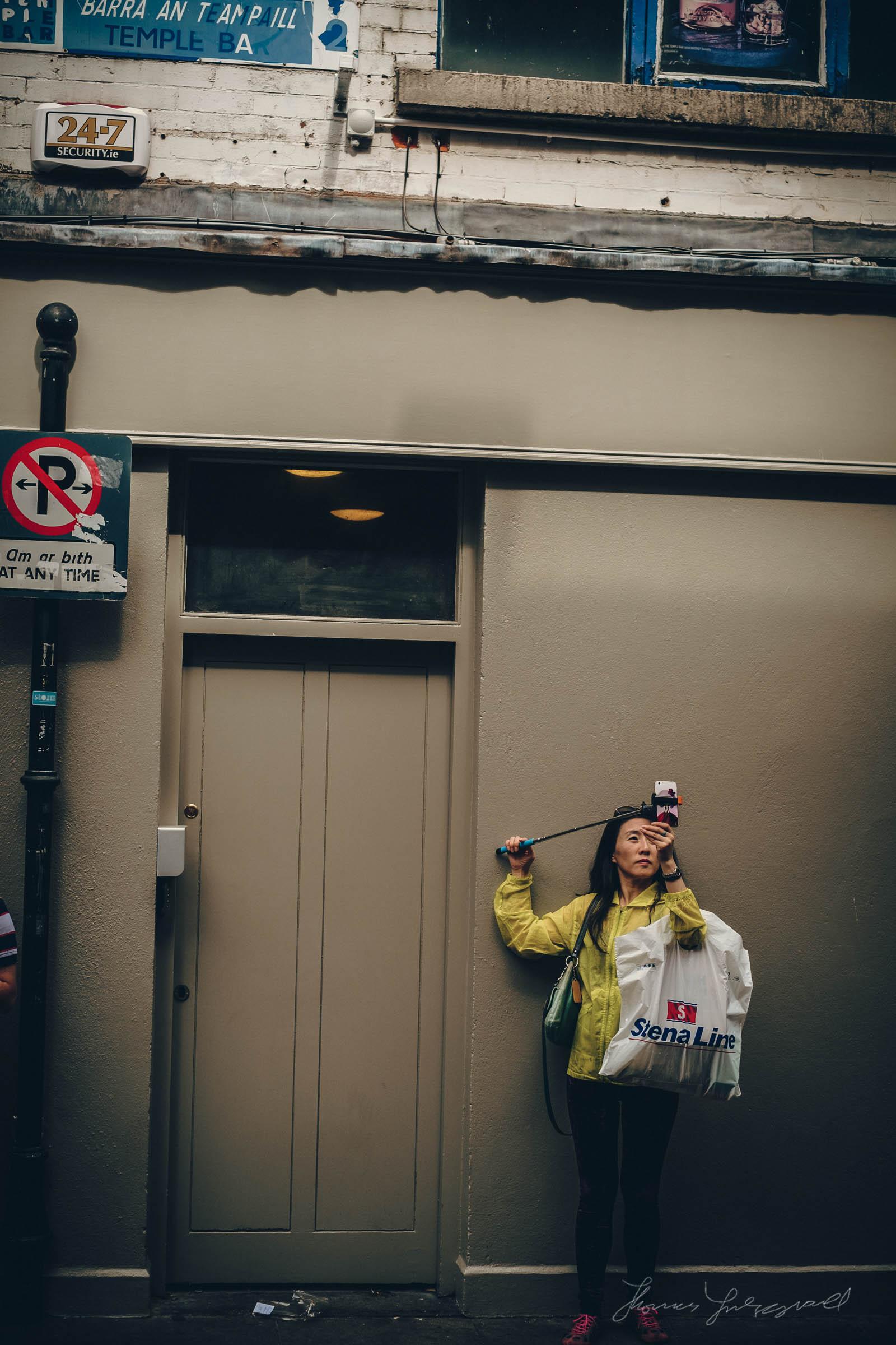 Tourist Taking a Selfie in Dublin's Temple Bar - Fuji X-E1 XF35mm f1.4