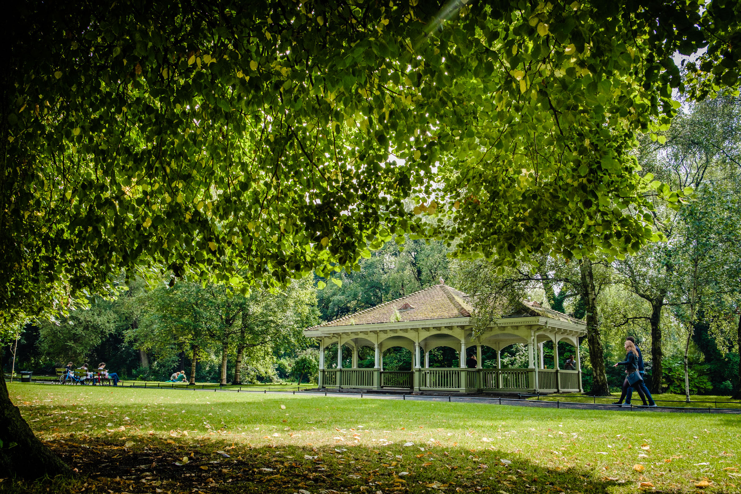 St. Stephen's Green in Dublin -The First Days of Autumn with the X-Pro 2 and Steely Blue